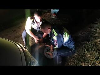 Видео ночной погони в Туле: у уснувшего после задержания водителя «Оки» нашли подозрительный порошок