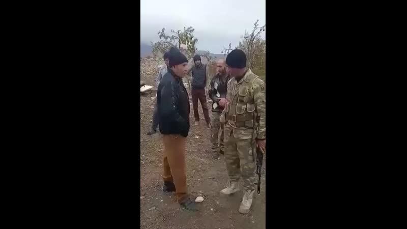Диалог азербайджанского военного с покидающим одно из сел Агдама армянином