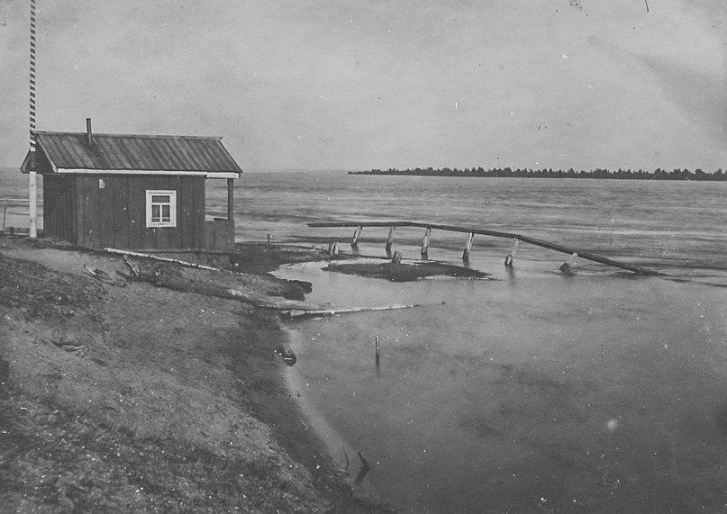 Наводнение в г. Сольвычегодске в 1914 г. У Спасательной будки. СИХМ ф. 406