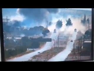 Момент подрыва на пути следования российско-турецкого конвоя на М4 в Идлибе (14 июля 2020) :